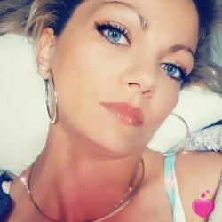 Bella, Femme 38  Villenave-dʿOrnon Aquitaine